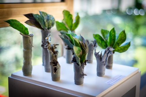 """Forest of Hope"" Manches de grenade et plantes en plastique / Grenade handles and plastic plants © Matija Potocnik / UN Photos"